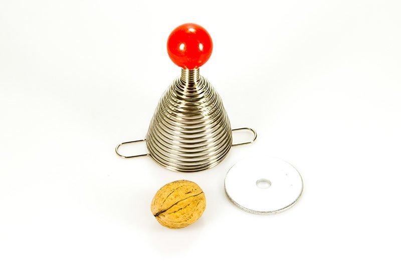 Pružinový louskáček na ořechy