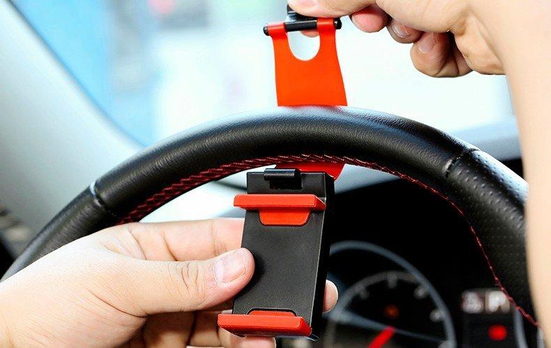Držák mobilu na volant auta