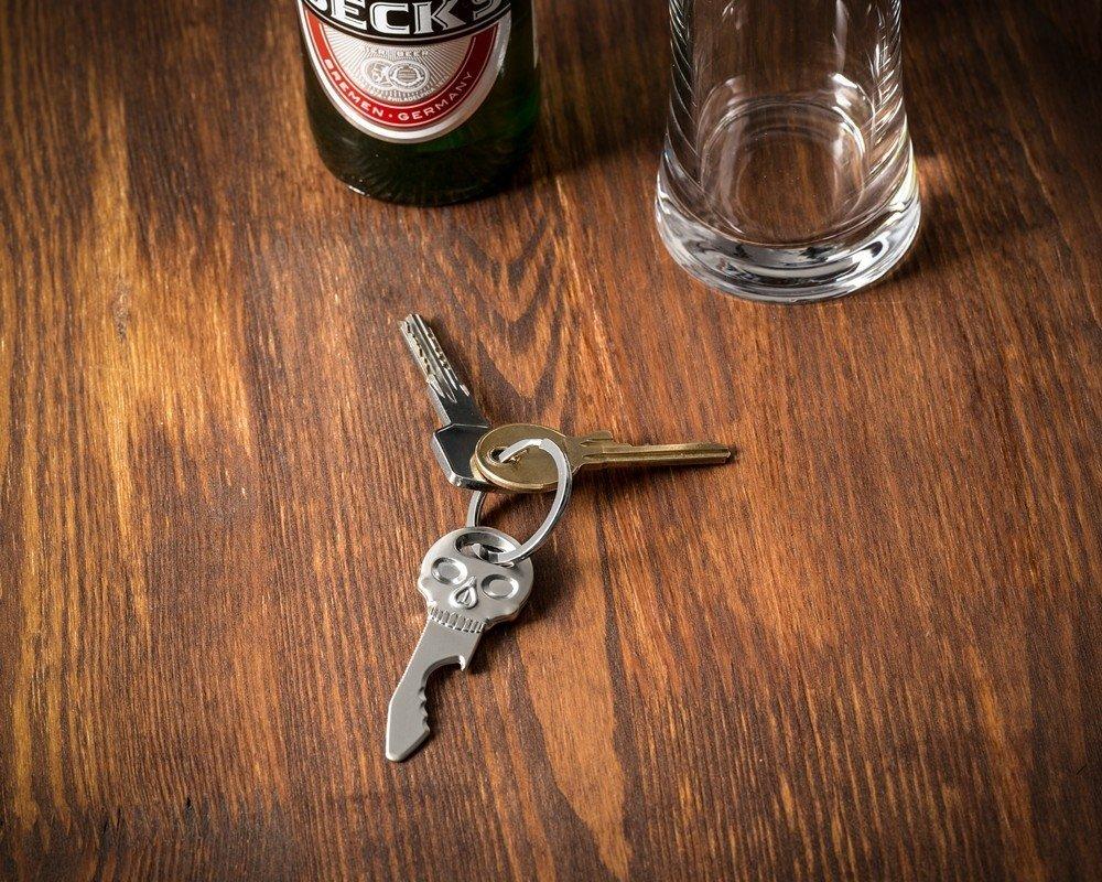 Přívěsek na klíče otvírák lebka