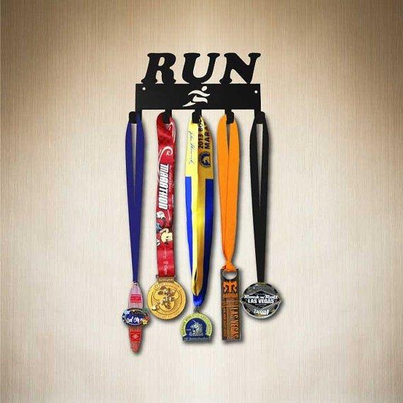 Věšák na medaile pro běžce
